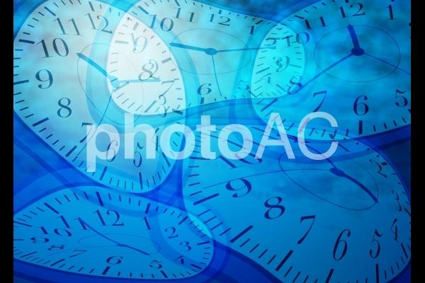 歪んだ時計の写真