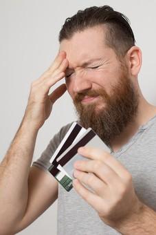 クレジットカード プラスチックマネー クレディットカード 買物 ショッピング 会計 支払 出費 スマート 現金不要 引落し 銀行 財布 リボ払い ICチップ ポイント 複数枚 全国共通 世界共通 ブラックカード 上限  キャッシング ローン 学生 社会人 本人確認 カード審査 カード番号 法人カード コーポレートカード ビジネスカード ビザ アメリカンエキスプレス JCB マスターカード 男性 困る 悩む 持つ 所持