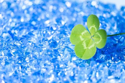 背景 テクスチャ テクスチャー 青 ブルー クローバー 四葉 四葉のクローバー ラッキー 幸運 縁起物 キラキラ 輝き 植物 オブジェ ラッキーアイテム 四つ葉 四ツ葉 ラッキーアイテム お守り