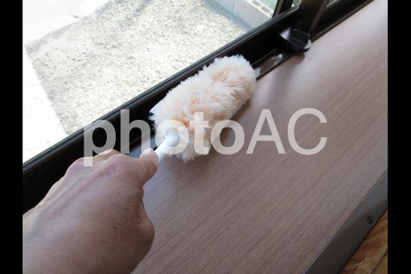 モップで掃除の写真