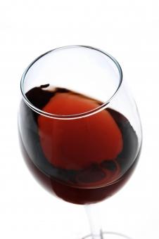 ワイン 赤 赤ワイン 葡萄酒 ぶどう酒 お酒 酒 アルコール ソムリエ グラス ワイングラス 乾杯 パーティー 注ぐ 白バック 白背景