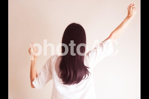 ヤル気を出す女性の写真
