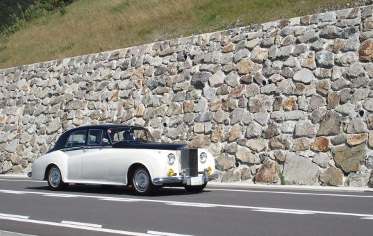 クラシックカー ロールスロイス 1956年式 自動車 車 ビンテージ クラシック 旧車 外車 白い車 ベッキオバンビーノ イベント ヴィンテージ 愛車 レトロ 昭和 乗り物