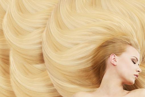 美しい金髪の女声の写真