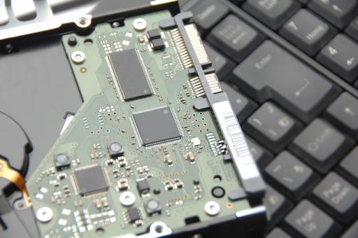 ハードディスク ハードディスクドライブ ハード hdd パソコン pc キーボード メモリ メモリー 記録 記憶 容量 容積 データ 保存 データ保存 コンピュータ 部品 機械 バックアップ 破損 流出