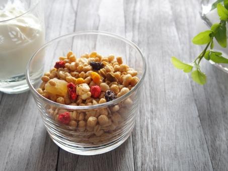 フルーツグラノーラ ヨーグルト シリアル 美容食 健康食品 健康 食品 食べ物 ドライフルーツ イチゴ レーズン 麦 玄米 穀物 ビタミン 食物繊維 木目