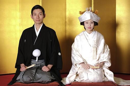 人物 生物 人間 日本人 若い 20代 和装 結婚 婚礼 和風 日本 伝統 歴史 文化 礼装 衣装 コスチューム 服装 由緒 結婚式 ウェディング 和装ウェディング ブライダル 着付け 着物 袴 紋付 新郎 男性 新婦 夫婦 女性 白無垢 mdjm014 mdjf047