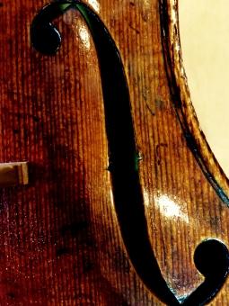 ヴァイオリン バイオリン f エフ F 木 楽器 音楽 音 弾く 演奏 穴 モーツァルト ミュージック クラシック
