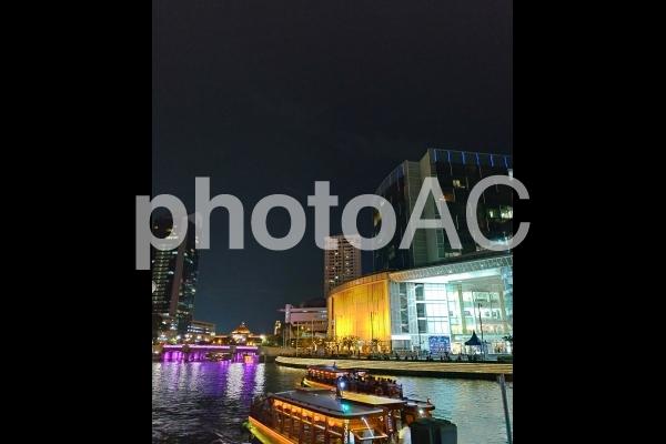 シンガポール クラークキー 夜景 イルミネーション 川 屋形船の写真
