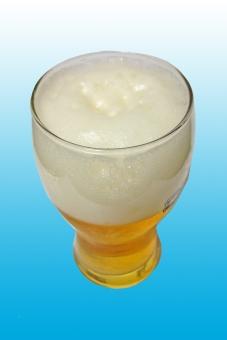 グラスビール ビール ビア 麦酒 飲み物 飲料 アルコール 泡 ホップ 炭酸 夏の飲み物 ドリンク 風景 景色 グルメ お酒 酒