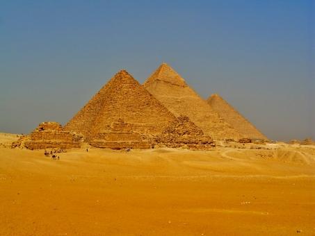 「クフ王のピラミッド フリー素材」の画像検索結果
