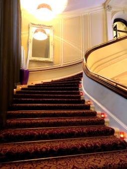 レッドカーペット 赤いじゅうたん じゅうたん カーブ 豪華 ゴージャス キャンドル ロマンチック 結婚式 式場 ホテル ロンドン イギリス