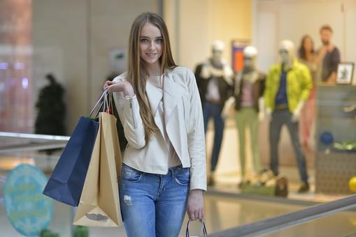 外国人モデル ショッピング69の写真