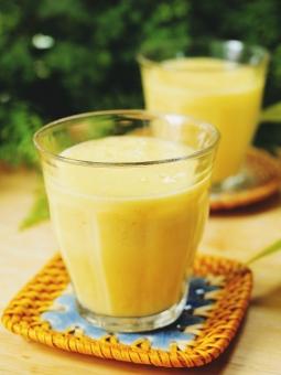 マンゴー パイナップル レモン 黄色 スムージー 真夏 ビタミン 美容 ヘルシー 酵素