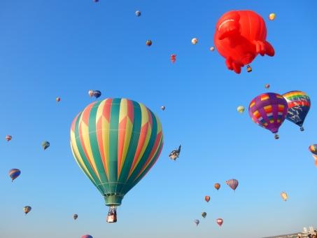 気球 青空 カラフル 海外 イベント