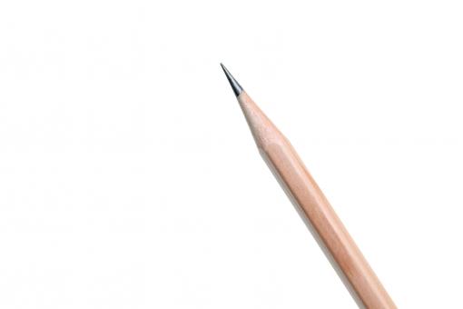 鉛筆 エンピツ えんぴつ 木 木材 文具 文房具 木肌 木目 茶色 芯 尖る 尖った イメージ 筆記用具 事務用品 ビジネス ビジネスアイテム オフィス用品 オフィスアイテム 先 先端 シャープ 雑貨 小物 質感 白 背景 一つ 1つ 一本 1本 hb 2b スタジオ スタジオ撮影 余白 コピースペース アップ クローズアップ 無人 人物なし