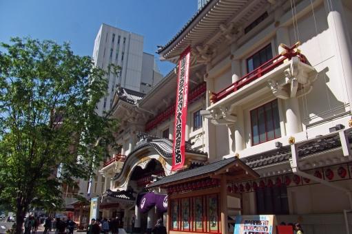 歌舞伎座 歌舞伎 劇場 大劇場 松竹 近代和風建築 和 日本建築 和様建築 伝統芸能 芸能 文化 芸術 建物 建造物 建築 建築物 風景 景色 東銀座 銀座 街並み 町並み 町中 街中 町 街 青空 晴天 緑