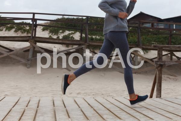 ジョギングする女性5の写真