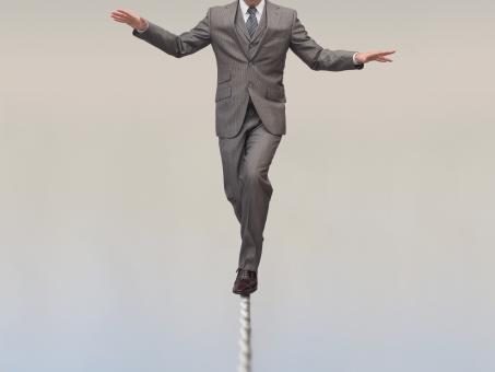 ビジネスマン ビジネス オフィス リスク 綱渡り 投資 fx 株 投資信託 危機管理 先物取引 リスクマネジメント 挑戦 勇気 勇敢 チャレンジ 勇敢な 挑む 立ち向かう バランス 緊張 緊張感 危ない 危険 メンタル 自己啓発 啓発 賭け ギャンブル ハイリスク ハイリスクハイリターン あぶない 利殖 株式投資 人物 男性 後ろ姿 ロープ 渡る 投機 投資家 危険な リスクの高い 高リスク リスキー 怖い こわい 恐怖 ドキドキ ハラハラ スリル テンション アクシデント 失敗 平衡 フラフラ ゆらゆら ユラユラ 強心臓 向かっていく 奮い立つ 身震い 精神力