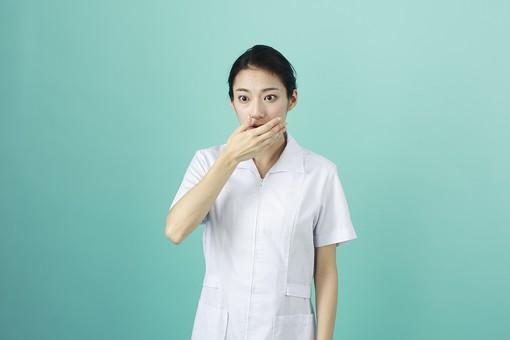 人物 女性 日本人 20代 30代   仕事 職業 医療 病院 看護師  ナース 医者 医師 女医 薬剤師  白衣 看護 屋内 スタジオ撮影 背景  グリーンバック おすすめ ポーズ 上半身 驚く ショック 唖然 息を飲む ハッとする mdjf010