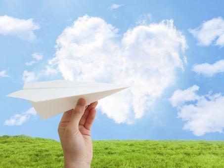人 手 飛ばす 投げる パーツ 空 青空 雲 積乱雲 積雲 紙飛行機 飛行機 紙 上昇 ビジネス 風景 爽やか 青 風 上がり調子 天気 大空 スカイブルー 晴れ 景色 かわいい 恋文 告白 メルヘン ファンタジー 白 夏 自然 背景 壁紙 テクスチャー バックグラウンド 素材 さわやか バック 光 春 初夏 7月 5月 6月 8月 4月 環境 エコ eco クリーン 緑 グリーン 公園 ビル 希望 芝 草 葉 ハート 心 想い 恋愛 ラブ love 愛 恋