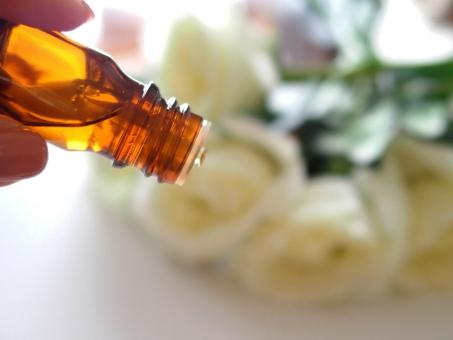 アロマオイル アロマテラピー アロマセラピー オイル エステ エステサロン しずく 花 香り 移す 精油 マッサージオイル 癒し 香水 アロマトリートメント 美容 代替医療 アロマ