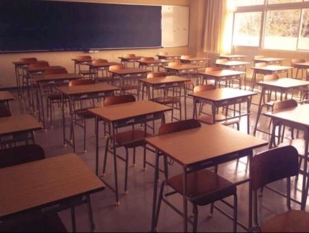 放課後の教室の写真