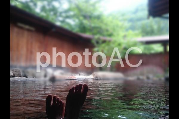 露天風呂と足の写真
