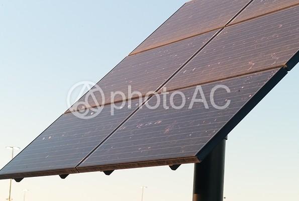 空とソーラーパネル35の写真