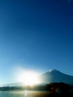 富士山 正月 日本 日本一 年賀状 年賀 日の出 初日の出 お正月 自然 山梨県 早朝 夜明け 大自然 空 青空 風景 絶景 世界遺産 快晴 文字スペース 背景 背景素材 テクスチャ テクスチャー バック バックグラウンド 新年 background クールジャパン