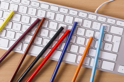 キーボード パソコン ビジネス 通信 産業 インターネット メール  周辺機器 屋内 オフィス 入力装置 家電 事務用品 デスクワーク ボタン 機械 ビジネスアイテム 文字 アルファベット 仕事 ネットワーク オンライン デスク 操作 鉛筆 えんぴつ エンピツ 色鉛筆 カラー カラフル 色彩 いろ