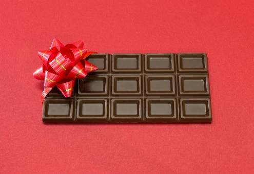 義理チョコ チョコ 義理 チョコレート 板チョコ 板 義理チョコレート リボン 赤 赤色 イメージ バレンタイン 2月14日 2/14 バレンタインデー 甘い 2/14