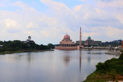 東南アジア マレーシア クアラルンプール kl 郊外 プトラジャヤ プトラモスク ピンクモスク イスラム教 ムスリム 宗教 美しい 絶景 かわいい モスク 湖 行政都市