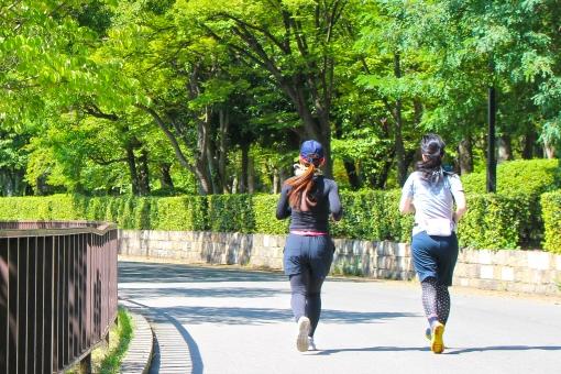 ジョギングする女性2の写真