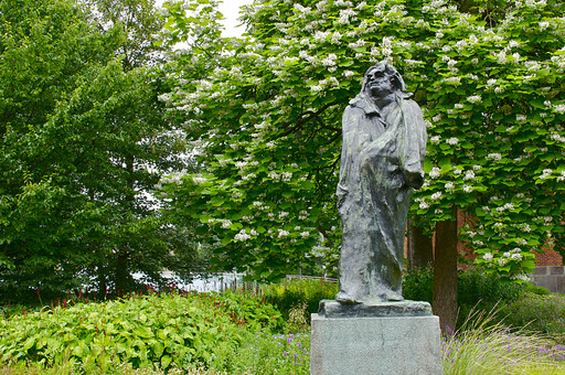 オランダ Holland アムステルダム 公園 庭園 植物 樹木 モニュメント 銅像 石碑 有名 彫刻 男の像 立ち姿 風景 自然 キューケンオフ公園 ヨーロッパ 欧州 観光地 肖像 シンボル 目印 信仰 信者 仕えるもの