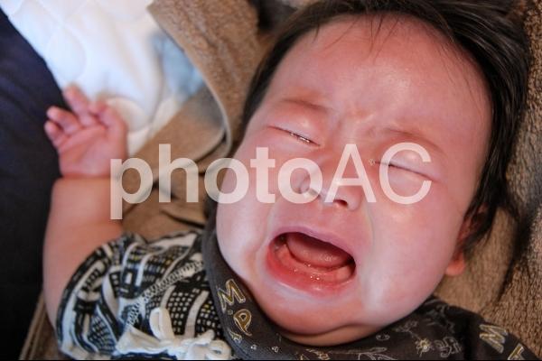 泣き叫ぶ赤ちゃんの写真