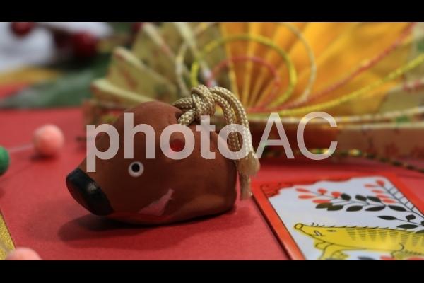 扇の水引と猪の花札と置物 亥年の写真