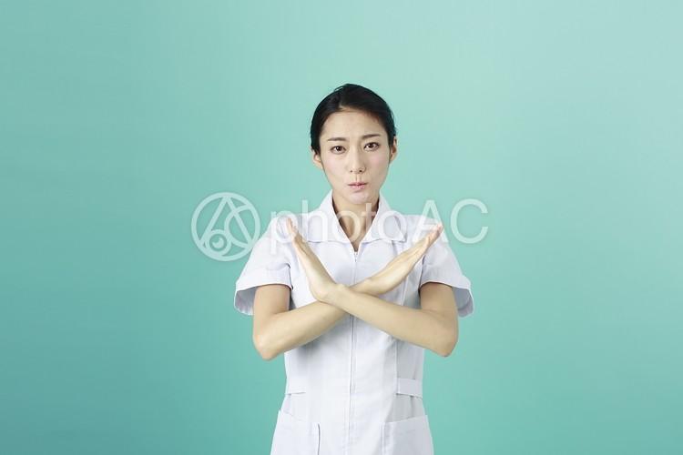 白衣の女性8の写真
