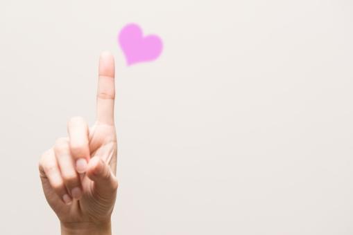 ハート ピンク イメージ image バレンタイン バレンタインデー ホワイトデー 告白 幸せ ほっこり かわいい カワイイ キュート 指先 ハンド ハンドパーツ 思い 想い 出会い 出逢い