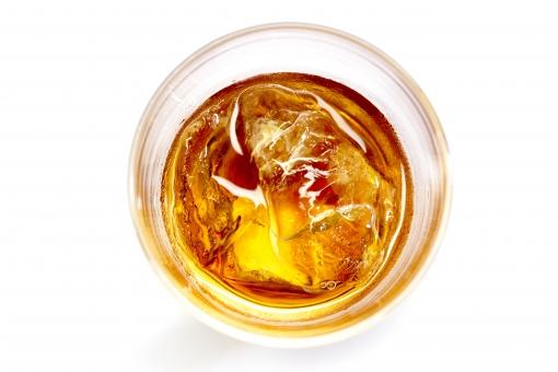 ウイスキー グラス 飲み物 忘年会 宴会 お酒 アルコール 氷 梅酒 ロック 洋酒 飲み屋 居酒屋 飲み会 忘年会 新年会 歓送迎会 送別会 琥珀 琥珀色