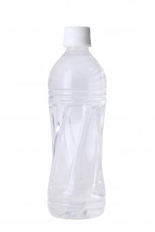 ペットボトル 水 飲料水 飲み水 飲み物 飲物 ボトル ウォーター スポーツドリンク ドリンク ミネラルウォーター 天然水 清涼飲料 清涼飲料水 新鮮 容器 プラスチック イメージ 透明 半透明 乾き 乾いた 水資源 資源 白バック 白背景 スタジオ スタジオ撮影 キャップ 新しい 白 白色 背景 切り抜き 1本 一本 1つ アップ クローズアップ 無人 人物なし リサイクル容器