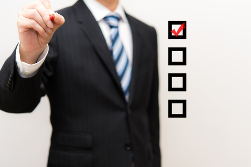 リスト 行動 ビジネス スケジュール 確認 確定 予定 チェック スーツ 勉強 講義 背広 講師 仕事 ワーク 赤ペン 手 事務 手順 教える 先生 外資系 学校 スクール 塾 セミナー 指導 プランニング 経営 作業