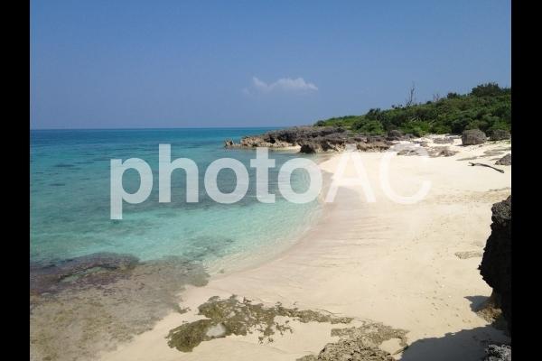 沖縄の無人ビーチの写真
