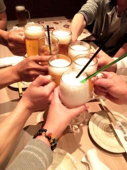 乾杯1声で始まる宴の写真