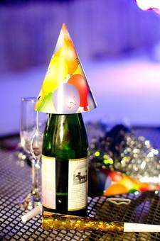 パーティー イベント おもてなし 招待 招く 祝う めでたい 宴会 盛り上がる 酔う テーブル 飾る おしゃれ 小物 グッズ 派手 カラフル ポップ かわいい きらきら 小さい 細かい 目立つ テンション 盛り上げ ワイン ボトル