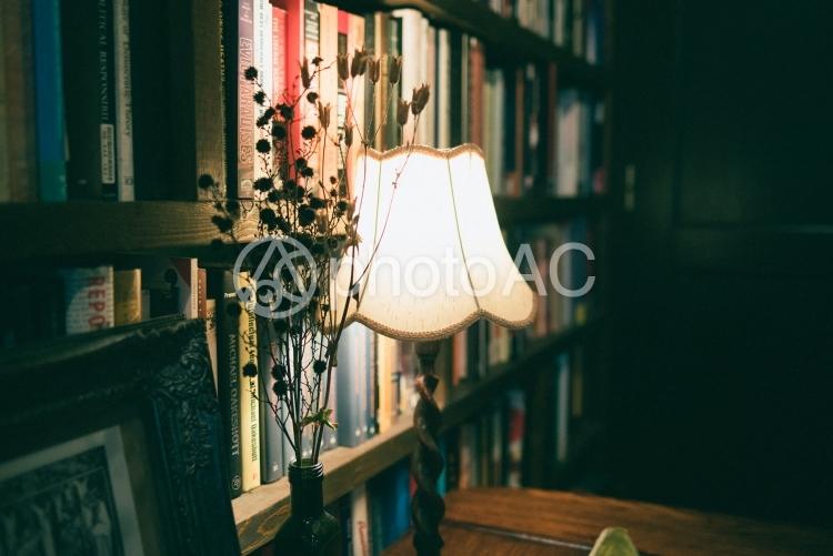 書室の明りの写真