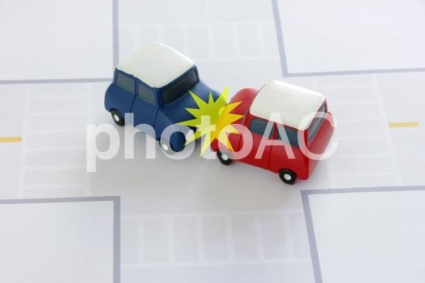 交通事故 衝突マークありの写真