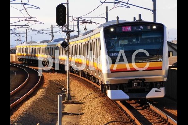 矢野口駅に到着する南武線快速の写真