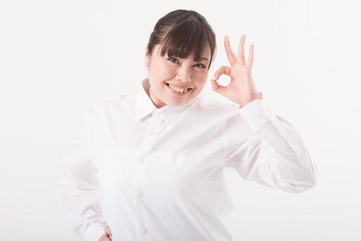 日本人  女性 一名 一人 1人 ぽっちゃり 肥満 ダイエット 痩せる 痩せたい 目標 ビフォー アフター 太っている 太り気味 メタボ メタボリックシンドローム 脂肪 体系 ボディー 白バック 白背景 シャツ 吹き出し OK OKサイン GOOD グッジョブ 指で円を作る 輪 円 丸 ○ 指で丸を作る 大丈夫 いいね 笑顔 mdjf020