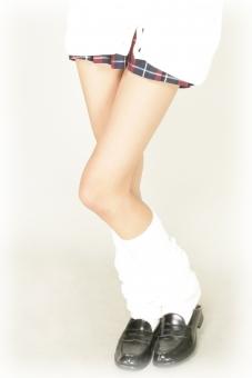 背景 バック バックグラウンド 人間 人 素材 人物 女性 女子 女 女の子 足 靴 綺麗 ソックス ルーズソックス パーツ パーツ素材 足元 かわいい 美しい 美容 サロン 美 美人 スカート ひざ上 ふともも 太腿